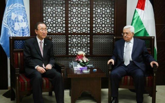 Le secrétaire général de l'ONU Ban Ki-moon, à gauche, avec le président de l'Autorité palestinienne Mahmoud Abbas à Ramallah, le 28 juin 2016. (Crédit : Flash90)
