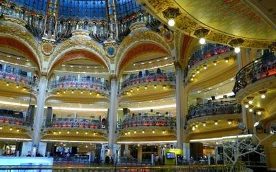 L'intérieur des Galeries Lafayette Haussmann, une création de l'architecte Chanut. (Crédits : Wiki Commons)