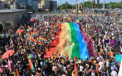 Illustration : la Gay Pride d'Istanbul sur la place Taksim, en 2011. (Crédits : Wikipedia)