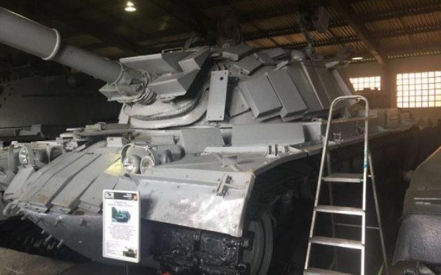 Un tank israélien capturé pendant la bataille de Sultan Yacoub de la Première guerre du Liban, en juin 1982, en exposition dans un musée russe. (Crédit : GPO)