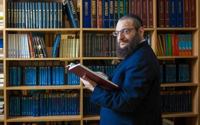 Le rabbin Boruch Gorin est l'éditeur de Knizhniki, une maison d'édition basée à Moscou qui travaille à traduire du yiddish vers le russe (Crédit : autorisation)