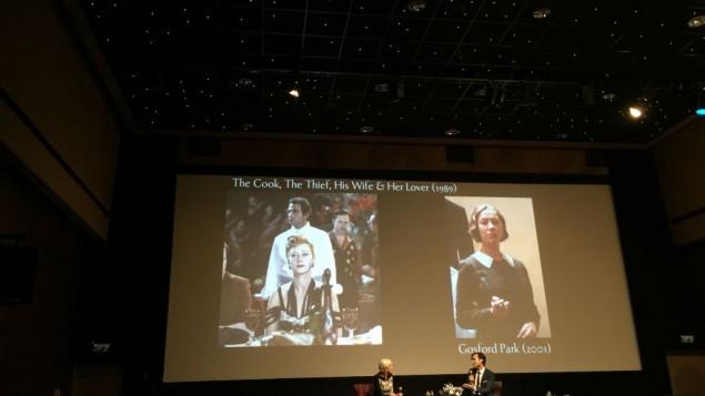 Helen Mirren et le critique de cinéma Benjamin Friedenberg à la Cinémathèque de Jérusalem, le 23 juin 2016. (Crédit : Jessica Steinberg/Times of Israel)