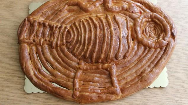 Le pain des sept cieux contient beaucoup d'ingrédients interdits aux catholiques pendant le Carême, comme du beurre, et des œufs, le rendant particulièrement riche et nourrissant. (Crédit : Ronit Treatman/Times of Israel)