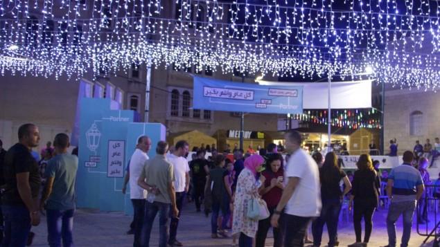 Le marché du Ramadan de Tayibe, une nouvelle initiative pour amer du tourisme dans la ville arabe israélienne, le 9 juin 2016. (Crédit : Dov Lieber/Times of Israel)