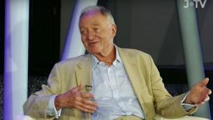 Lors de son interview sur J-TV diffusée le 21 juin 2016, l'ancien maire de Londres Ken Livingstone a dit qu'il inviterait à dîner celui qui réussirait à prouver qu'il avait tort sur le «fait» qu'Hitler avait soutenu le sionisme. (Capture d'écran YouTube )