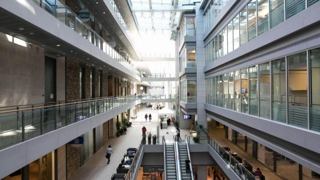 Le bâtiment du District de découverte MaRS, dans le centre de Toronto, le 3 mai 2016. (Crédit : Nabil Shash/gouvernement de l'Ontario)