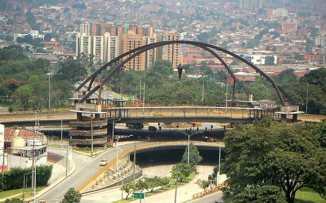 Le pont de Point Zéro dans le centre de Medellin, la deuxième ville de Colombie. (Crédits : Yimicorrea / CC BY-SA 3.0 / Wikipedia)