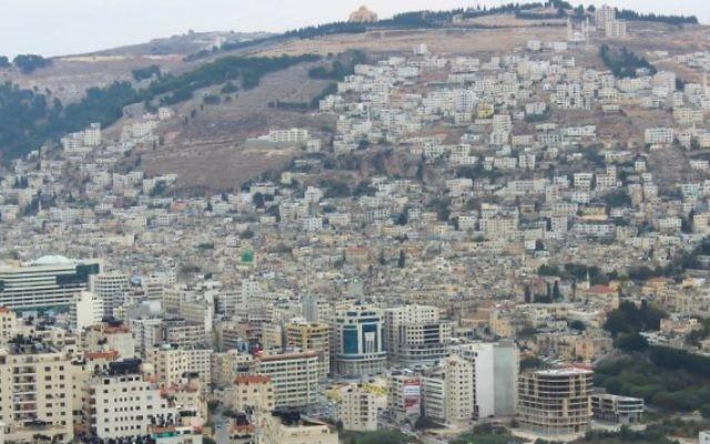 Une vue de la ville de Naplouse en Cisjordanie en 2013. (Creative Commons / Mouataz Towfiq Agbaria)