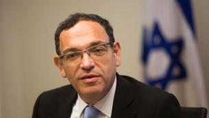 Shai Piron pendant une réunion de Yesh Atid à la Knesset, le 2 août 2015. (Crédit : Yonatan Sindel/Flash90)
