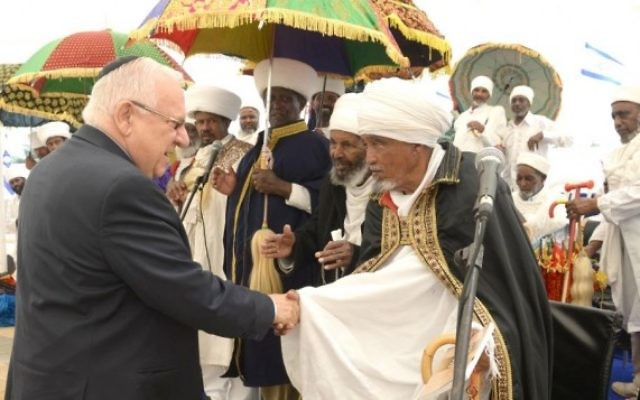 Le président Reuven Rivlin assiste à une cérémonie en mémoire des juifs éthiopiens morts en chemin vers Israël entre 1979 et 1990, à Jérusalem, le 5 juin 2016. (Crédit : GPO)