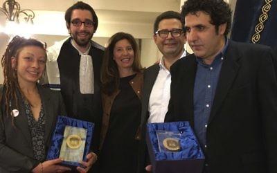 Remise du Prix Copernic 2016, le 3 juin 2016 à la synagogue Copernic. De gauche à droite : Samantha Seropian, le rabbin Jonas Jacquelin, Isabelle Wekstein, Jean-François Bensahel et Mohamed Ulad. (Crédits : Patrick Altar)
