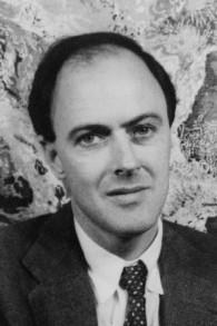 Une photo de l'écrivain Roald Dahl, datée en 1954. (Crédits : domaine public)