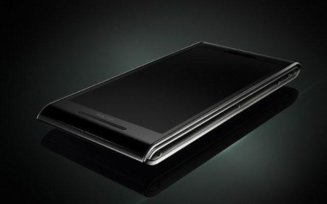 Le nouveau téléphone Solarin, présenté à Londres. (Crédit : autorisation Sirin Labs)