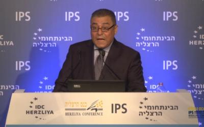 L'ambassadeur d'Egypte en Israël, Hazem Khairat, pendant la Conférence de Herzliya, le 17 juin 2016. (Crédit : capture d'écran)