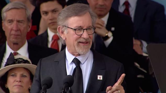 Steven Spielberg à l'Université Harvard le 26 mai 2016. (Crédit : capture d'écran/YouTube)