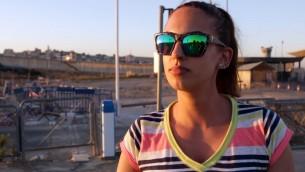Amanda, étudiante en psychologie de Ramallah, ne voit aucun problème à ce que Israéliens et Palestiniens fassent leur course ensemble. (Crédit : Luke Tress/Times of Israel)