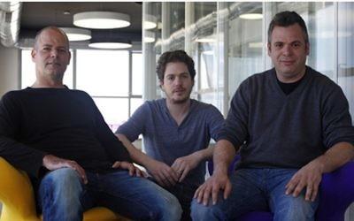 Les co-fondateurs de Wix.com (de g. à dr.) : Giora Kaplan, Nadav Abrahami and Avishai Abrahami. (Crédits : autorisation)