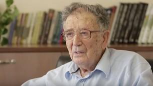 Une photo contemporaine du spécialiste de la Shoah le Professer Yehuda Bauer, auteur du livre «Juifs à vendre ? Les négociations entre les nazis et les Juifs, 1933-1945 (Capture d'écran YouTube)