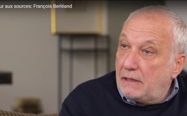 """François Berléand dans l'émission """"retour aux sources (Crédit : Capture d'écran/YouTube)"""