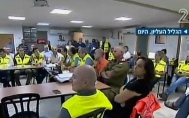 Des officiels israéliens ont pris part à un exercice sur les procédures d'évacuation dans le Nord (Crédit : capture d'écran de la Deuxième chaîne)