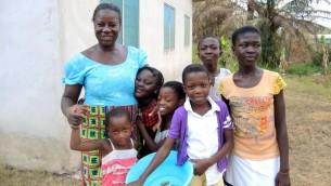 Kofi  Kwartengy , le chef de Sefwi Wiaso rêve de construire une école juive, mais pour l'instant les enfants juifs apprennent  du gouvernement ou dans des écoles chrétiennes privées. (Crédit: Melanie Lidman / Times of Israel)