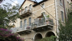 La Maison Francis date de la fin du 19ee siècle, bien que les étages supérieurs ont été ajoutés plus tard. (Photo: Shmuel Bar-Am)