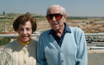 Le Dr Howard Marcus, qui est mort en 2014, et son épouse Lottie, morte en 2015, ont laissé un don de 400 millions de dollars à l'université  Ben Gurion pour mettre en place une dotation permanente. (Crédit : AABGU)