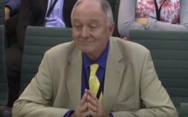 Ken Livingstone comparaît devant une commission parlementaire sur l'antisémitisme à Londres, le 14 juin 2016. (Crédit : capture d'écran YouTube)