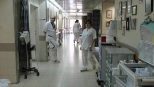 Photo illustrative de médecins et d'infirmières en Israël (Crédit photo: Meir Partush / Flash90)