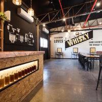 Milk & Honey, une distillerie de whisky à Jaffa, a récemment ouvert son centre d'un visiteur qui propose des visites guidées, des dégustations et des événements privés  (Autorisation: Milk & Honey)