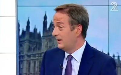 L'ambassadeur du Royaume-Uni en Israël, David Quarrey, sur la Deuxième chaîne après le vote en faveur du Brexit, le 24 juin 2016. (Crédit : capture d'écran Deuxième chaîne)