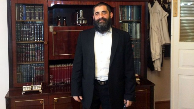 Le rabbin Yona Yaakobi de Kfar Saba, en Israël, envoyé du Chabad à Krasnaya Sloboda depuis près de 10 ans. Photo prise le 24 mai 2016 (Crédit : Lee Gancman/Times of Israel)
