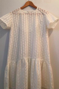 Une legère robe blanche des designers Tel Aviv Rotem et Hadas pour Shavouot (Autorisation Rotem et Hadas)