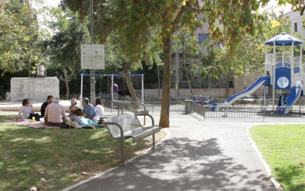 Le site de l'ancienne usine de pushke dans le quartier de Bak'a de Jérusalem (Crédit : Shmuel Bar-Am)