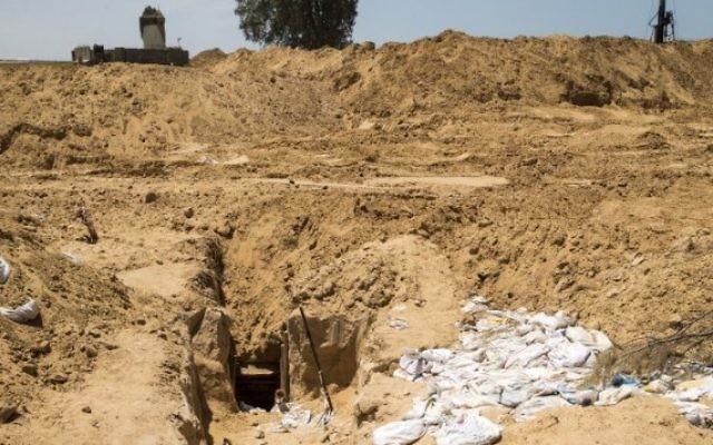La sortie d'un tunnel d'attaque du Hamas du côté israélien de la frontière avec la bande de Gaza, le 6 mai 2016. (Crédit : AFP/Jack Guez)