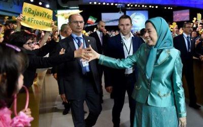 La présidente du Conseil national de la résistance iranienne (CNRI) Maryam Radjavi arrive à la rencontre annuelle du CNRI au Bourget, le 9 juillet 2016. (Crédit : AFP/Alain Jocard)