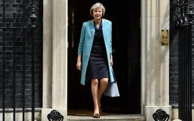 La secrétaire d'Etat à l'Intérieur britannique Theresa May sort du 10 Downing Street, dans le centre de Londres après une rencontre du cabinet le 27 juin 2016. May est désormais seule en lice pour devenir le prochain Premier ministre du Royaume Uni, lundi, après le retrait de son unique rivale (Crédit : AFP/Leon Neal)