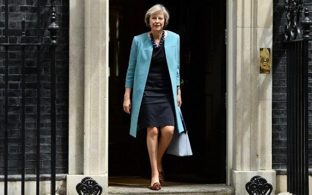 La secrétaire d'Etat à l'Intérieur britannique Theresa May sort du 10 Downing Street, dans le centre de Londres après une rencontre du cabinet le 27 juin 2016 (Crédit : AFP/Leon Neal)