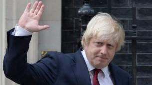 Boris Johnson, ministre des Affaires étrangères britannique, à sa sortie du 10 Downing Street, le 13 juillet 2016. (Crédit : Oli Scarff/AFP)