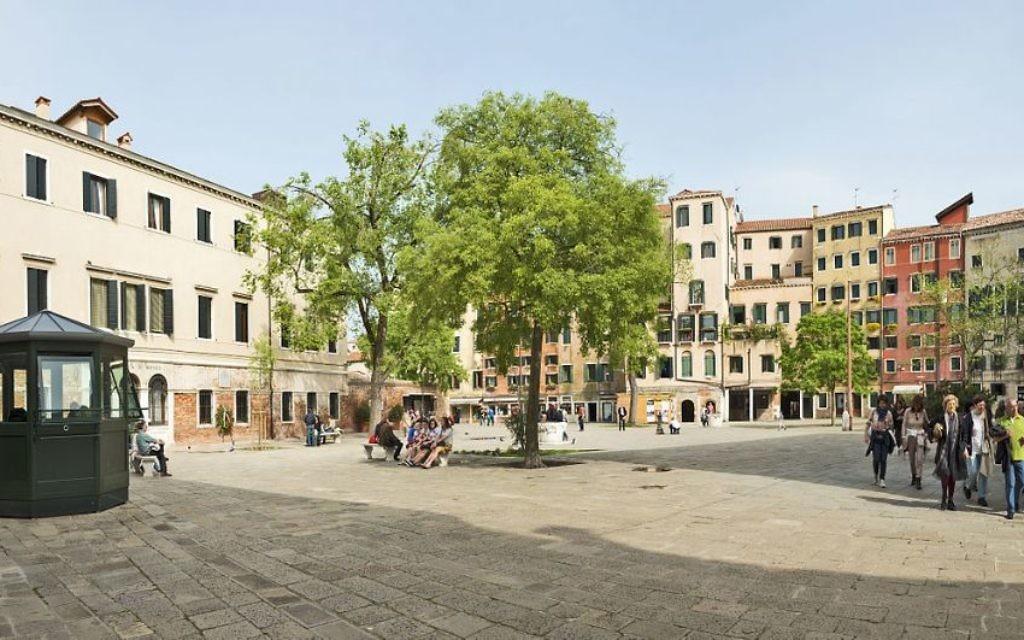 La place principale du Ghetto de Venise, en Italie, en avril 2013. (Crédit : Didier Descouens/Travail personnel/CC BY-SA 4.0/WikiCommons)