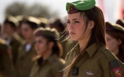Les soldates du Bataillon des Lions de Jordanie pendant leur cérémonie de serments en février 2015. (Crédit : unité des porte-paroles de l'armée israélienne)