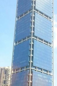 La tour Electra, à Tel Aviv, accueille de nombreuses entreprises ayant basé leur activité sur les options binaires. (Crédit : Lior4040/Wikipedia)