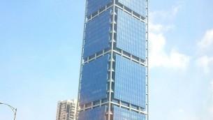 La tour Electra, à Tel Aviv, accueille de nombreuses entreprises ayant basé leur activité sur les options binaires (Crédit : Lior4040/Wikipedia)