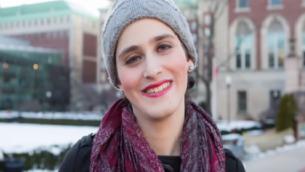 Abby Stein après son départ de la communauté hassidique. (Crédits : capture d'écran YouTube)