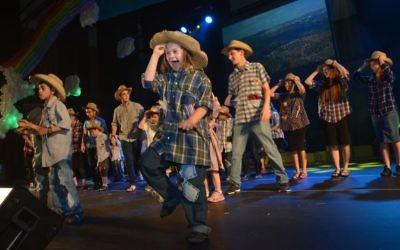 Les enfants de Shalva se sont produit sur scène (Crédit : autorisation Shalva)