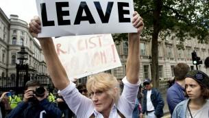 Des manifestants contre le racisme à Londres, le 2 juillet 2016. (Crédit : Isabel Infantes/Anadolu Agency/Getty Images via JTA)