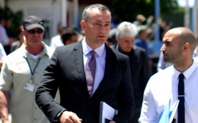 Fichier : L'envoyé de l'ONU pour la paix au Moyen-Orient, Nickolay Mladenov après une conférence de presse à Gaza, le 30 avril 2015. (Crédit : AFP / Mahmud Hams)