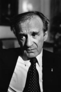 Elie Wiesel en 1987 (Crédit : CC BY-SA wikimedia commons, Erling Mandelman)