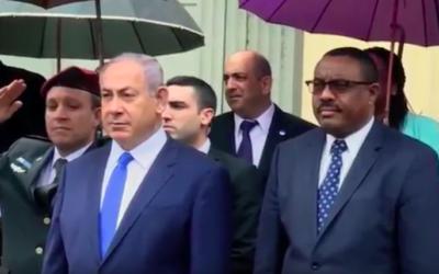 Benjamin Netanyahu et Haile Mariam Dessalegn, le 7 juillet 2016 (Crédit : capture d'écran YouTube)