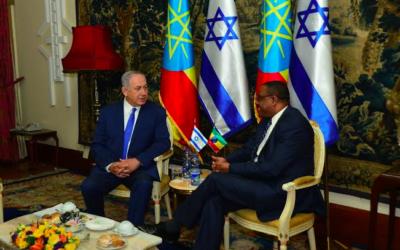 Benjamin Netanyahu et Haile Mariam Dessalegn, le 7 juillet 2016 (Crédit : Kobi Gideon/GPO)
